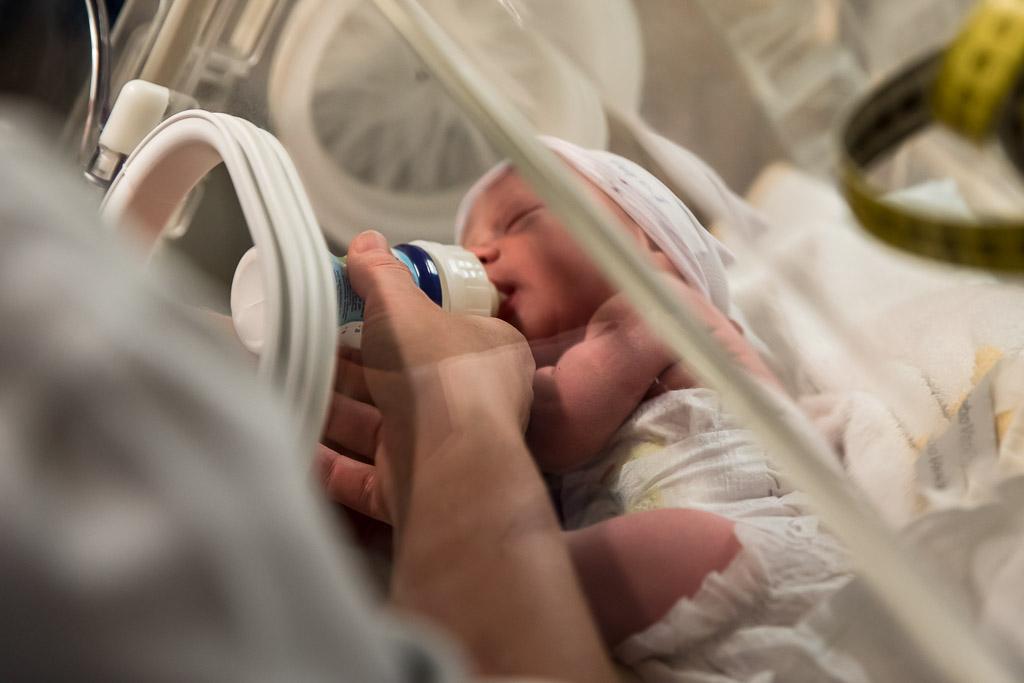 De natuurlijke geboorte van een tweeling in Leeuwarden vastgelegd door Sandrinos Feboortefotografie uit Purmerend