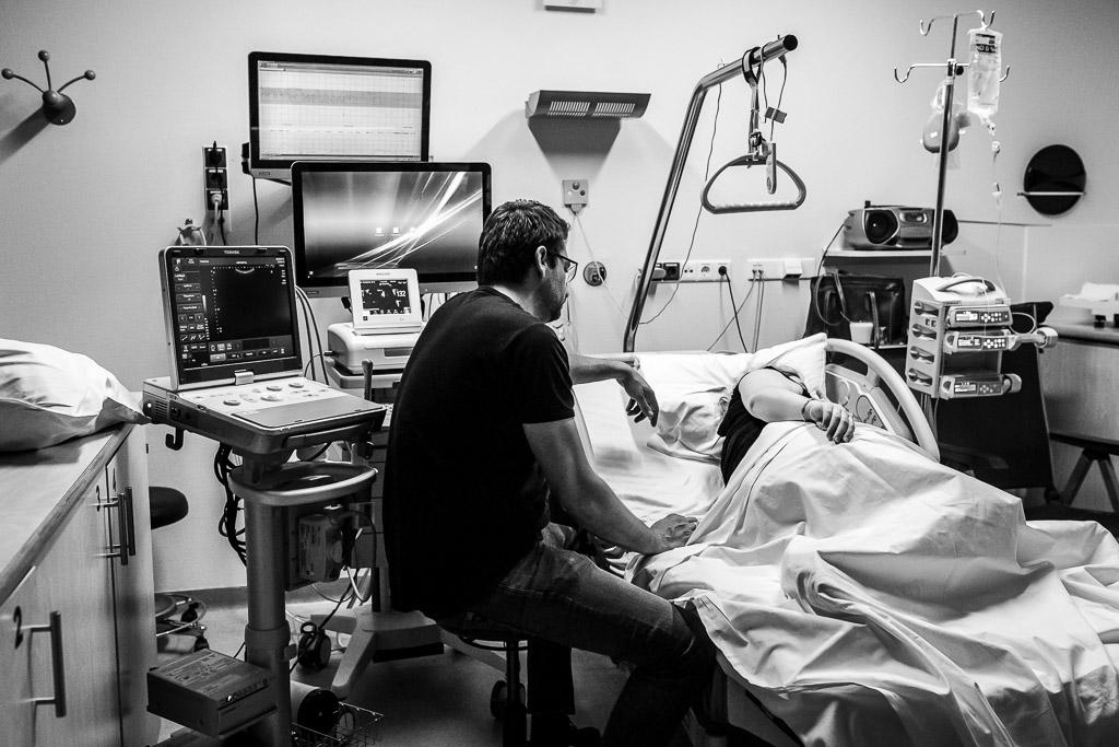De geboorte van een tweeling in Leeuwarden vastgelegd door Sandrinos Feboortefotografie uit Purmerend