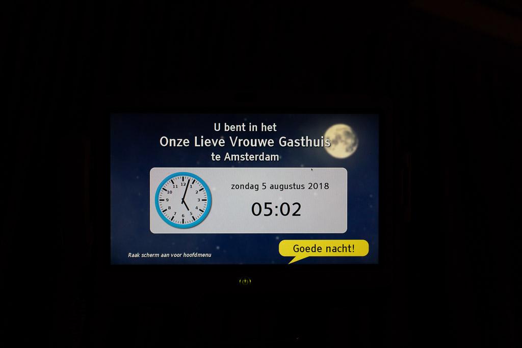 Details zoals de klok in beeld gebracht tijdens de geboortereportage in het OLVG Amsterdam